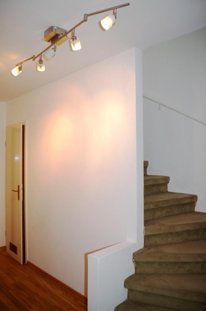 Flur mit Treppe innen