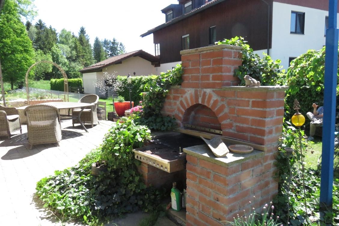 Grillkamin und Terrasse B
