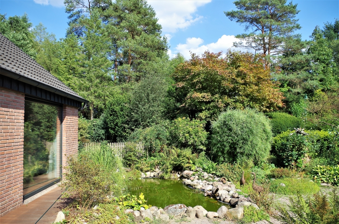 Garten mit Teich 1