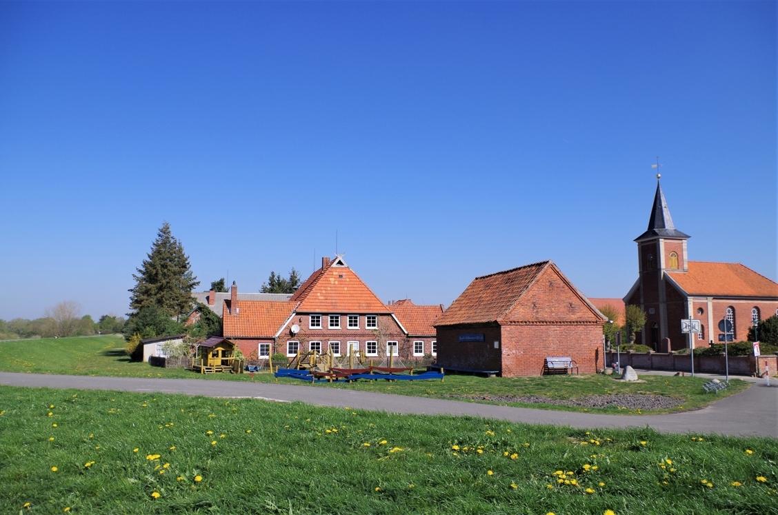 An der Elbe ca. 4 km vom Grundstück entfernt