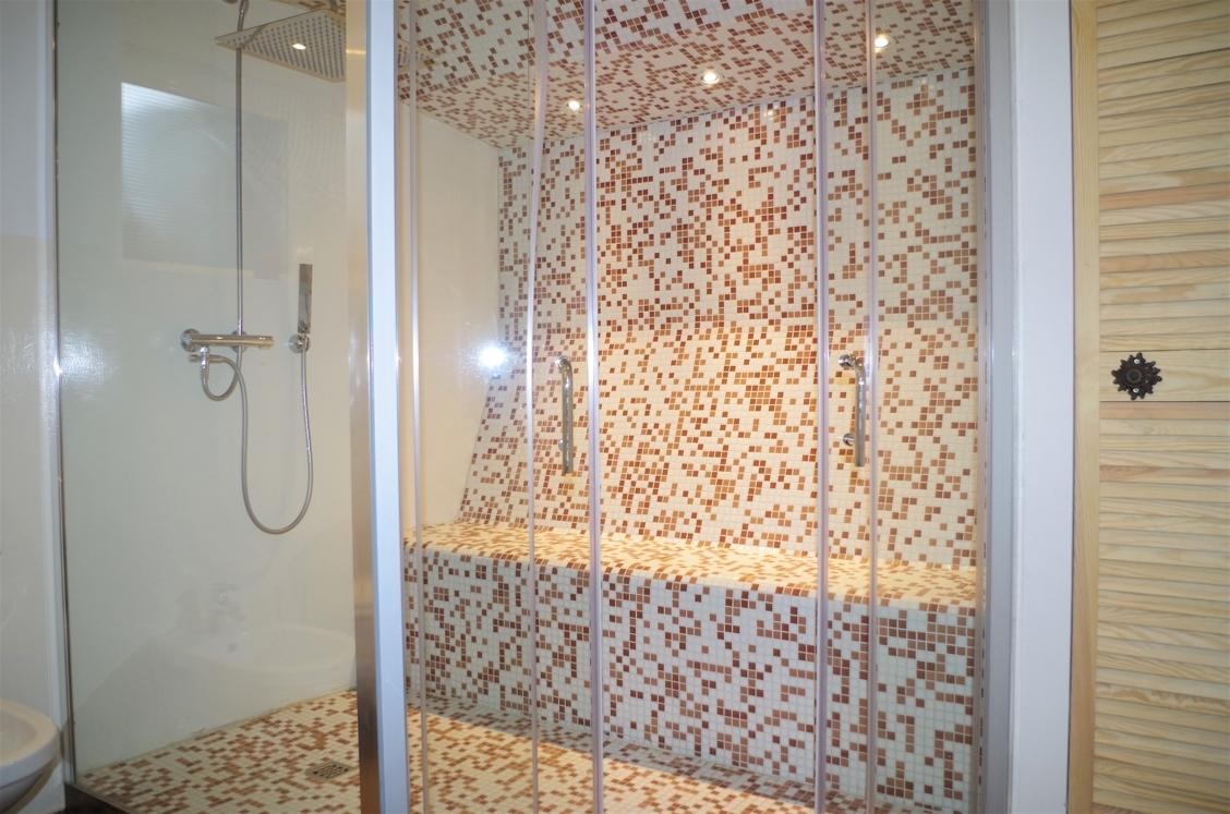 Dampfsauna mit Dusche