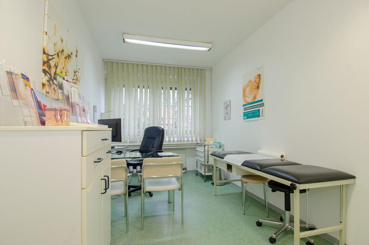 Lang geschnittenes  Behandlungszimmer