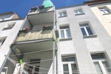 Hofseitige Ansicht mit zwei Balkonen