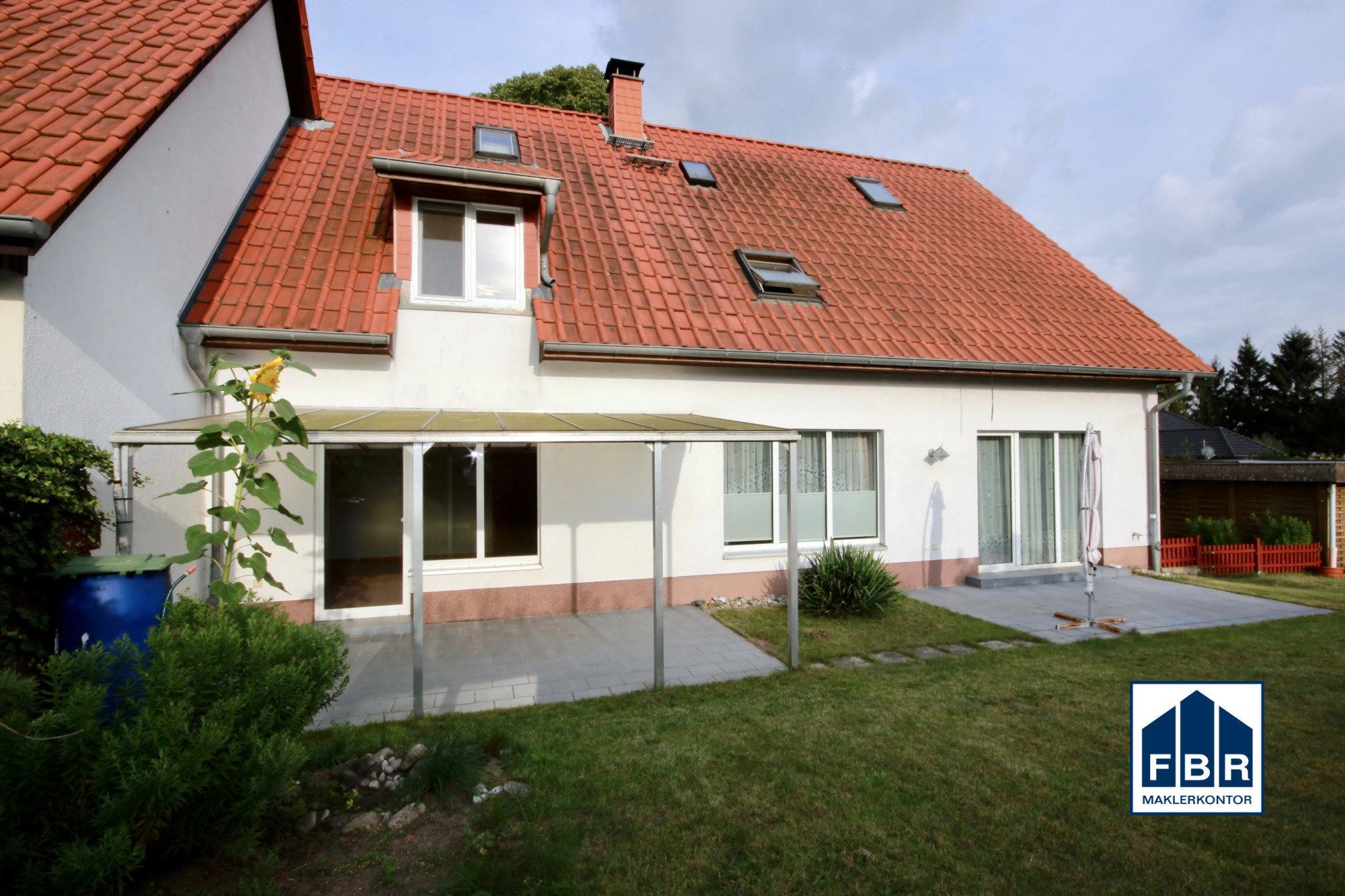 Hinterfront mit 2 Terrassen