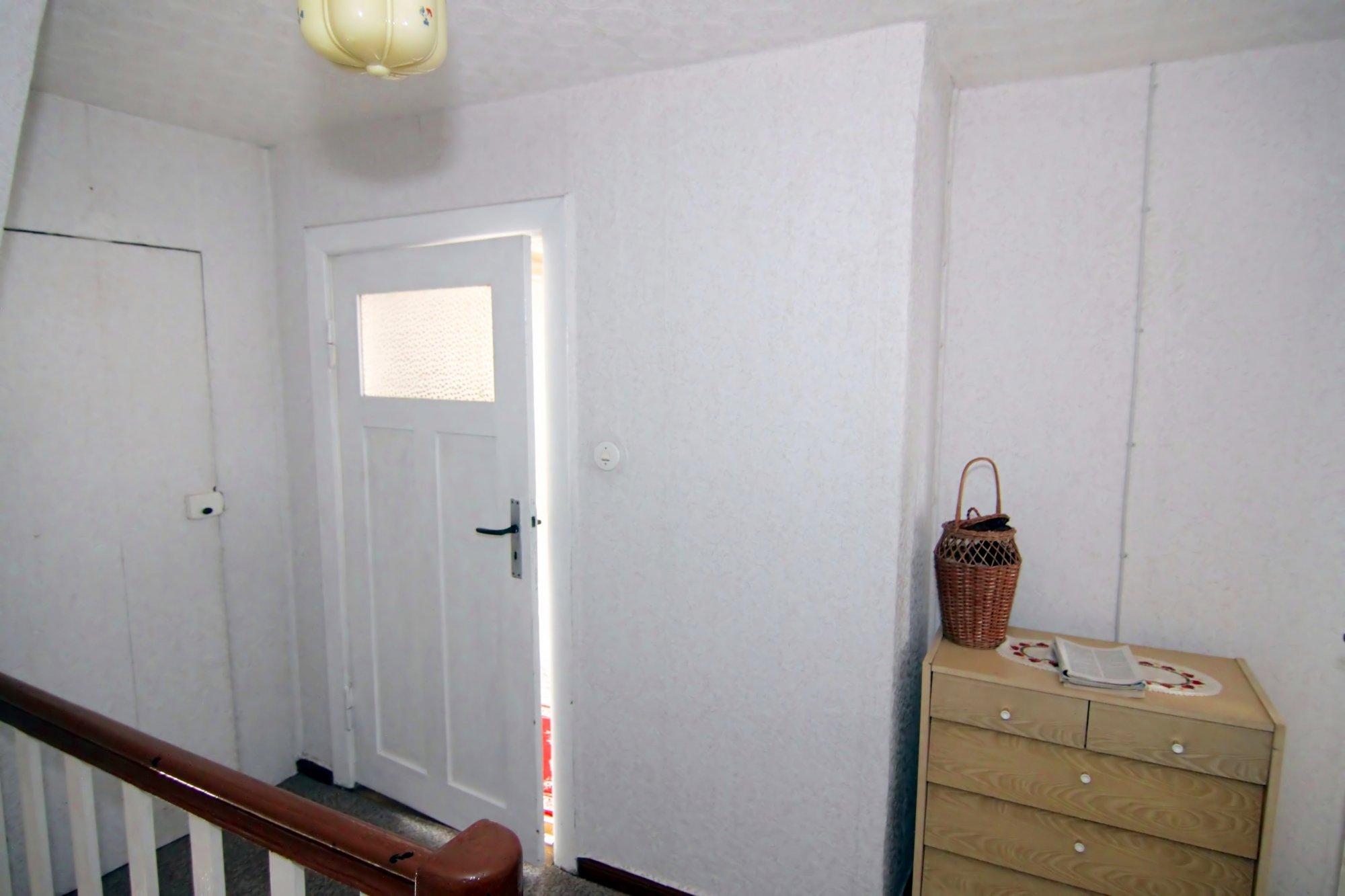 Flur DG - Zugang zum gr. Zimmer  Dachboden