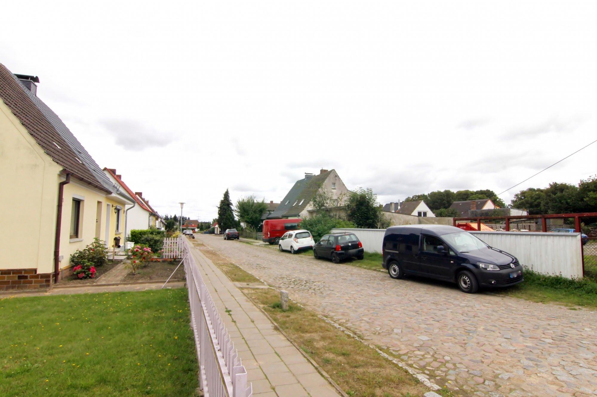 DHH mit Blick in die Anwohnerstr. / Umgebung