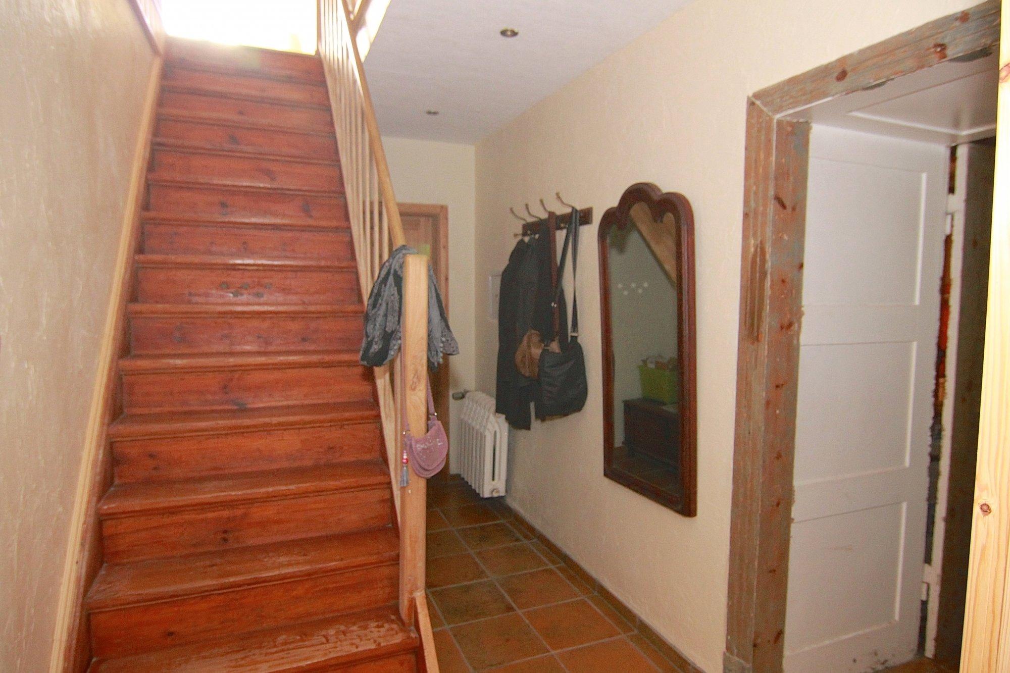 Vorderer Flur im EG; Treppe zum DG, re. Zugang Küche