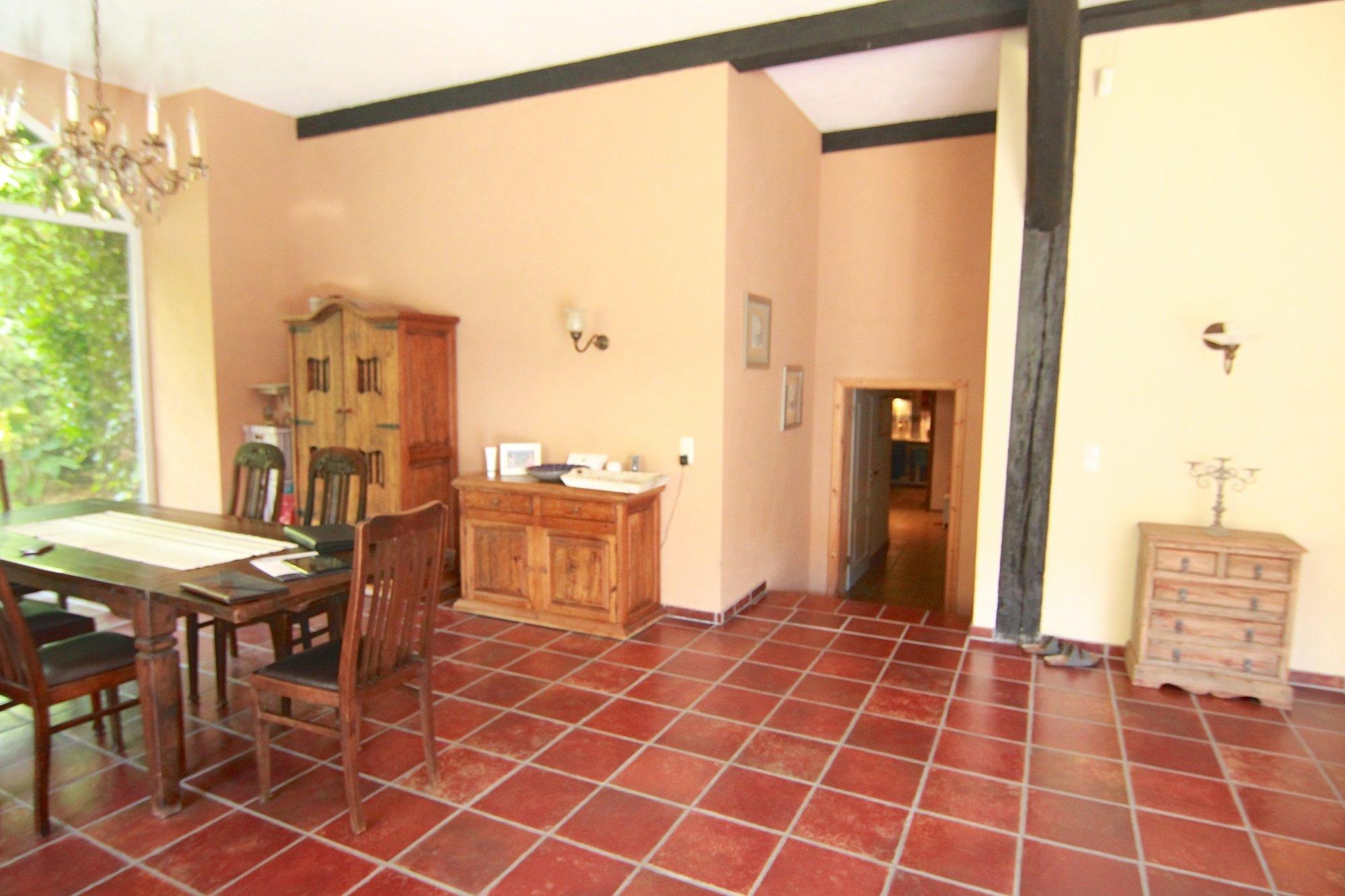 Wohnzimmerbereich - Blick zum Flur