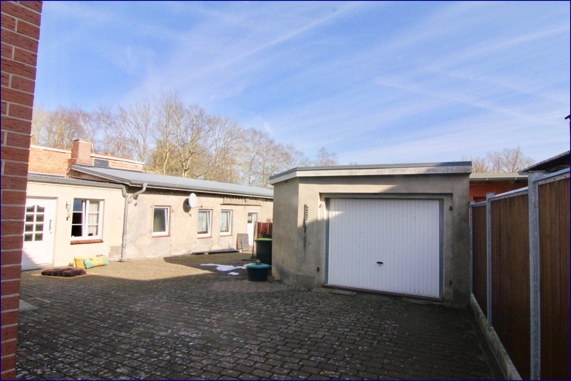 Garage + Nebengebäude