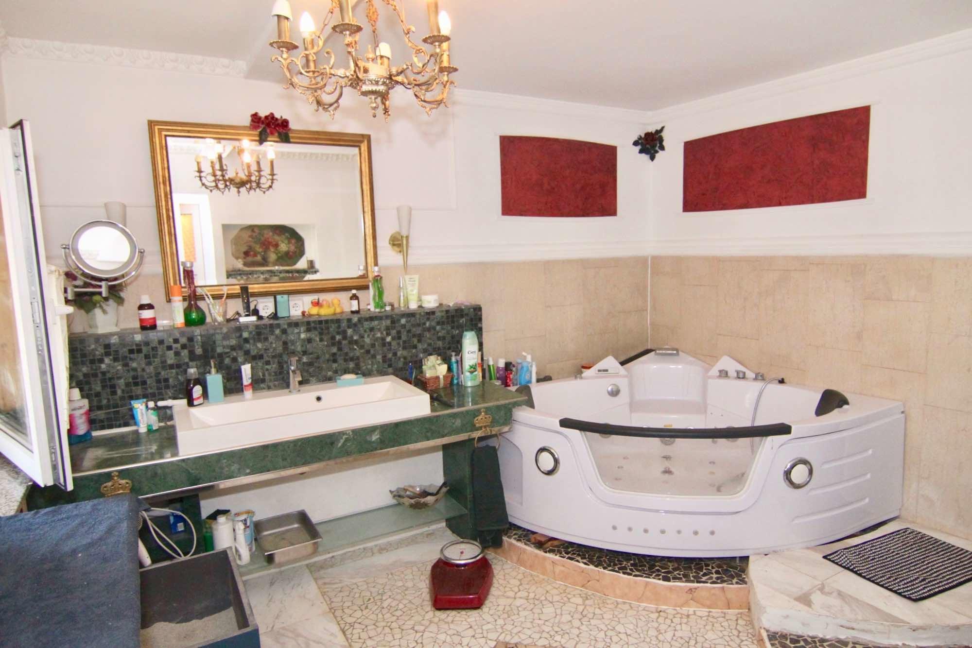 Das Bad mit Whirlpool