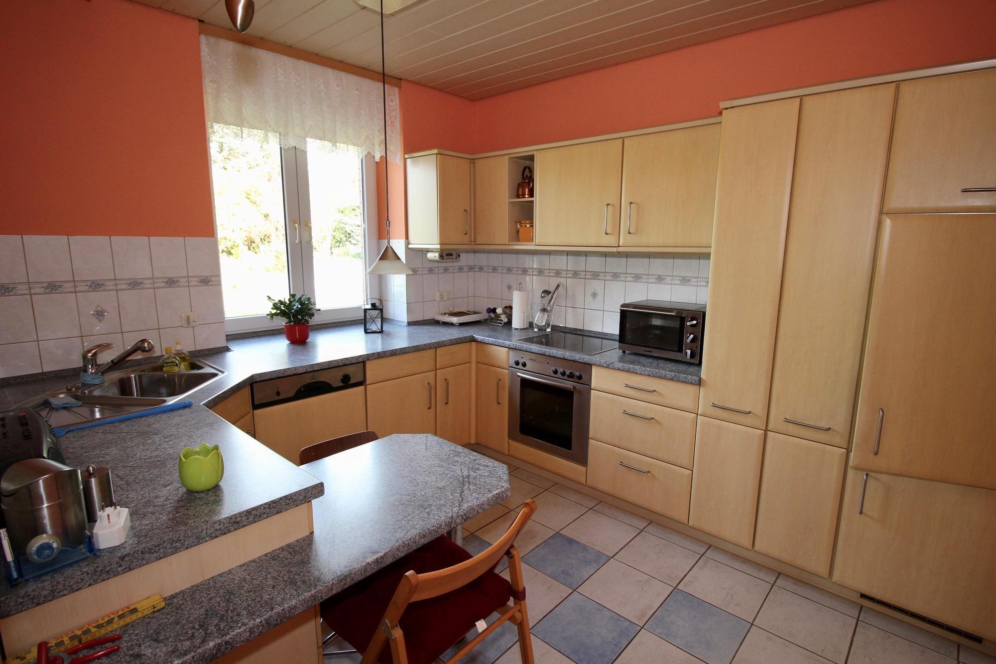 gut ausgestattete Einbauküche im Erdgeschoss