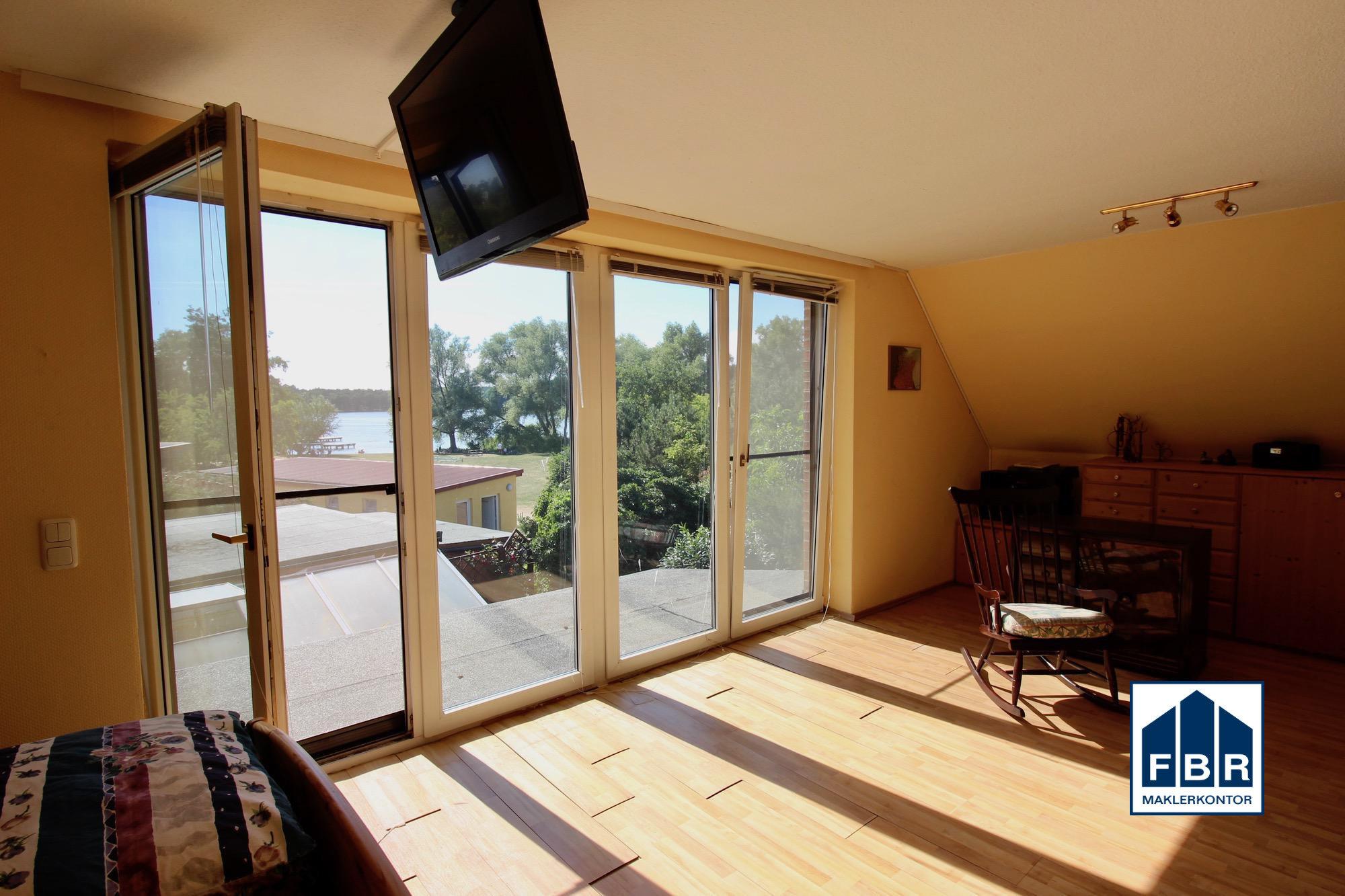 Schlafzimmer mit Seeblick im Dachgeschoss