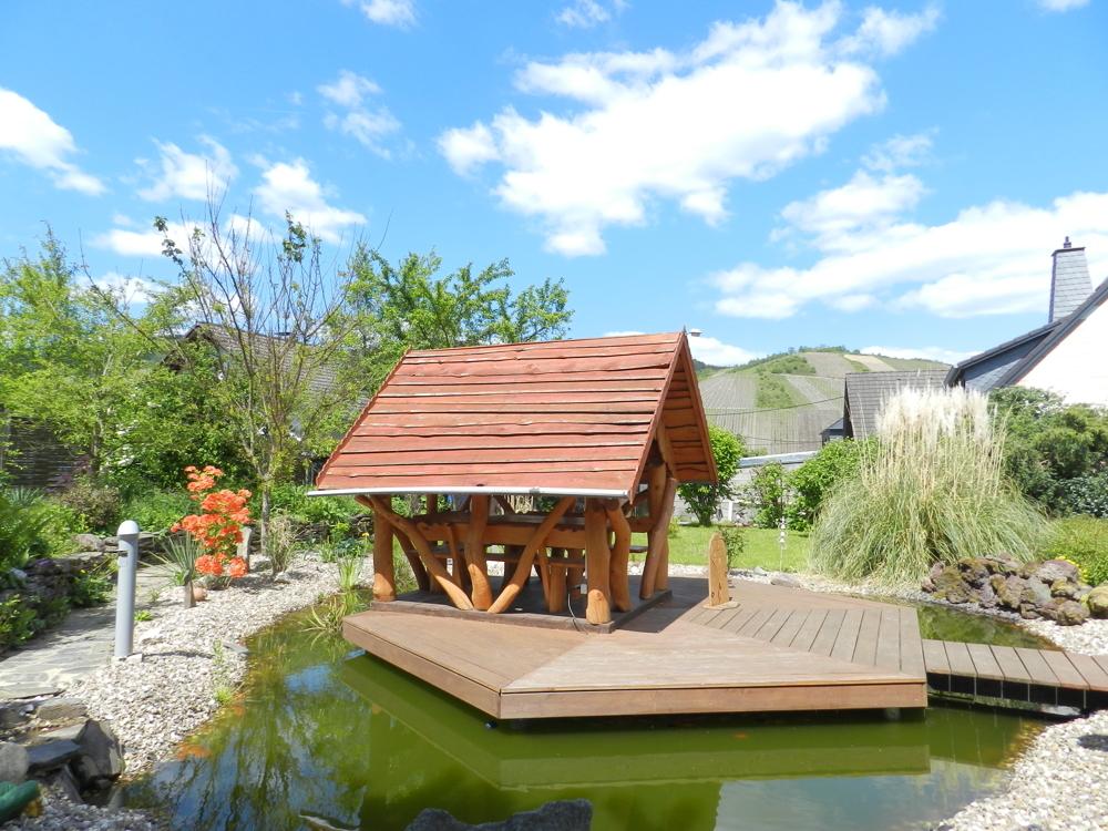 Gartenhaus auf dem Teich