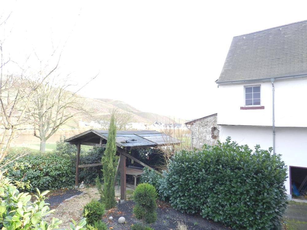 Garten und Wohnhaus