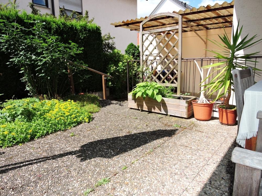 Terrasse mit Zugang zu Garage