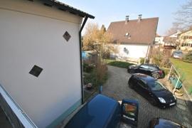 Viel Platz und zweite Terrasse vor dem Hause