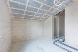 Zimmer Dachgeschoss mit begehbaren Kleiderzimmer & Vollbad en suite