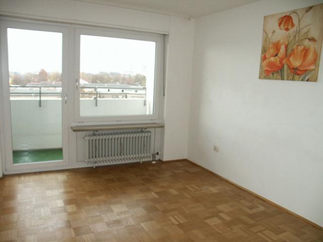 Elternschlafzimmer mit Westbalkon