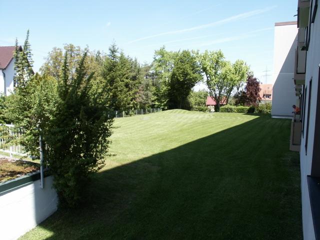 Spielwiese hinter dem Haus