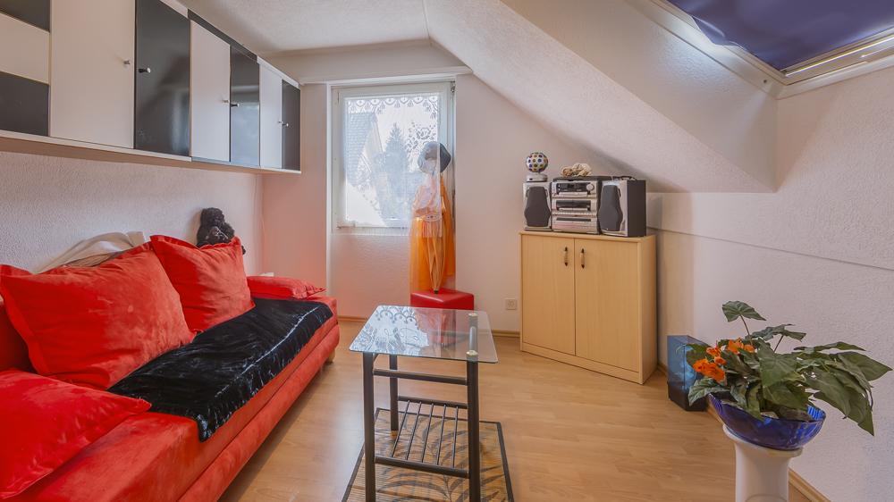 ...182 m² Wohnfläche verteilt auf 6.5 Zimmer.