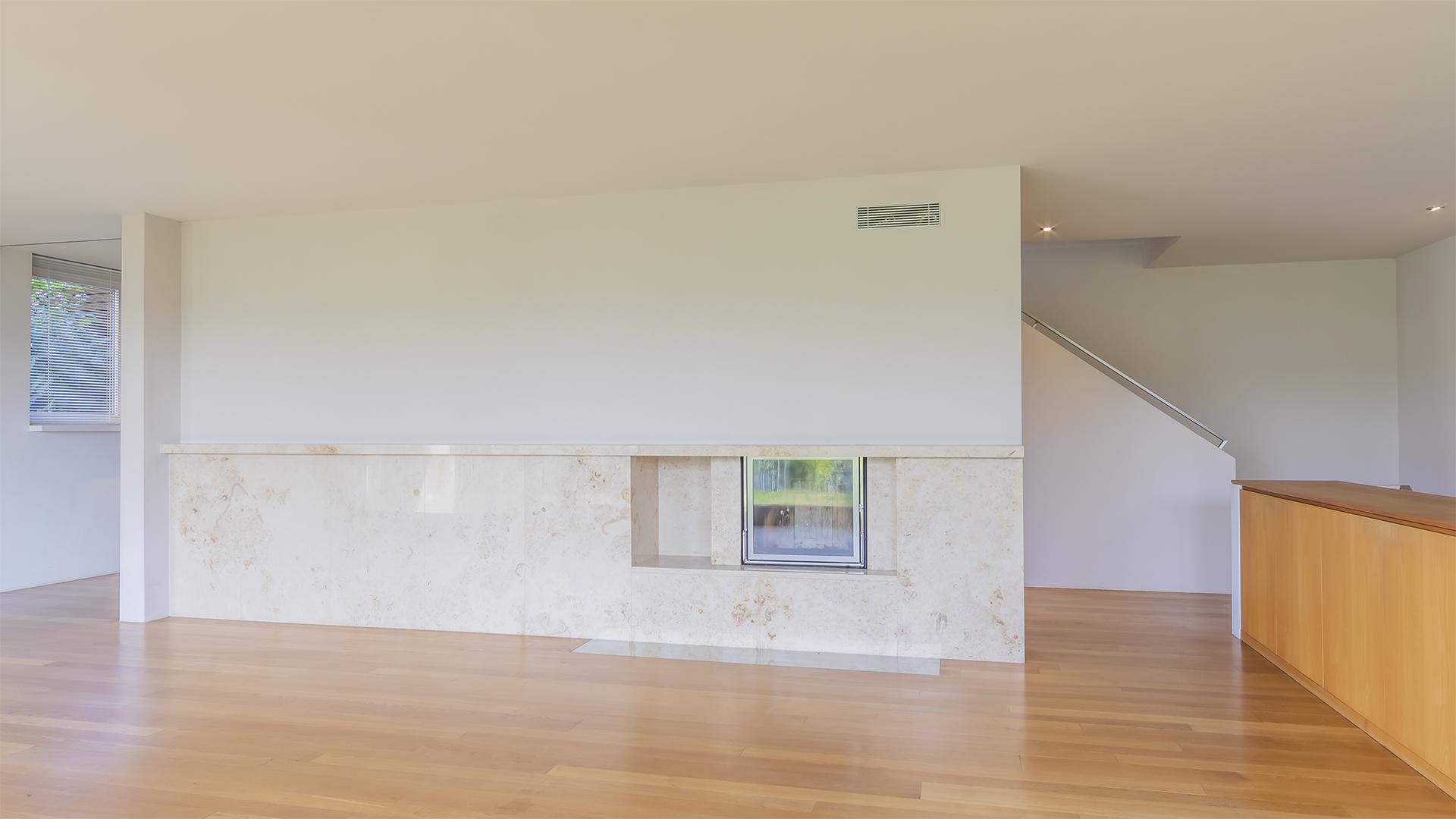 Das Haus überzeugt mit einem offenen und grosszügigen Grundriss.