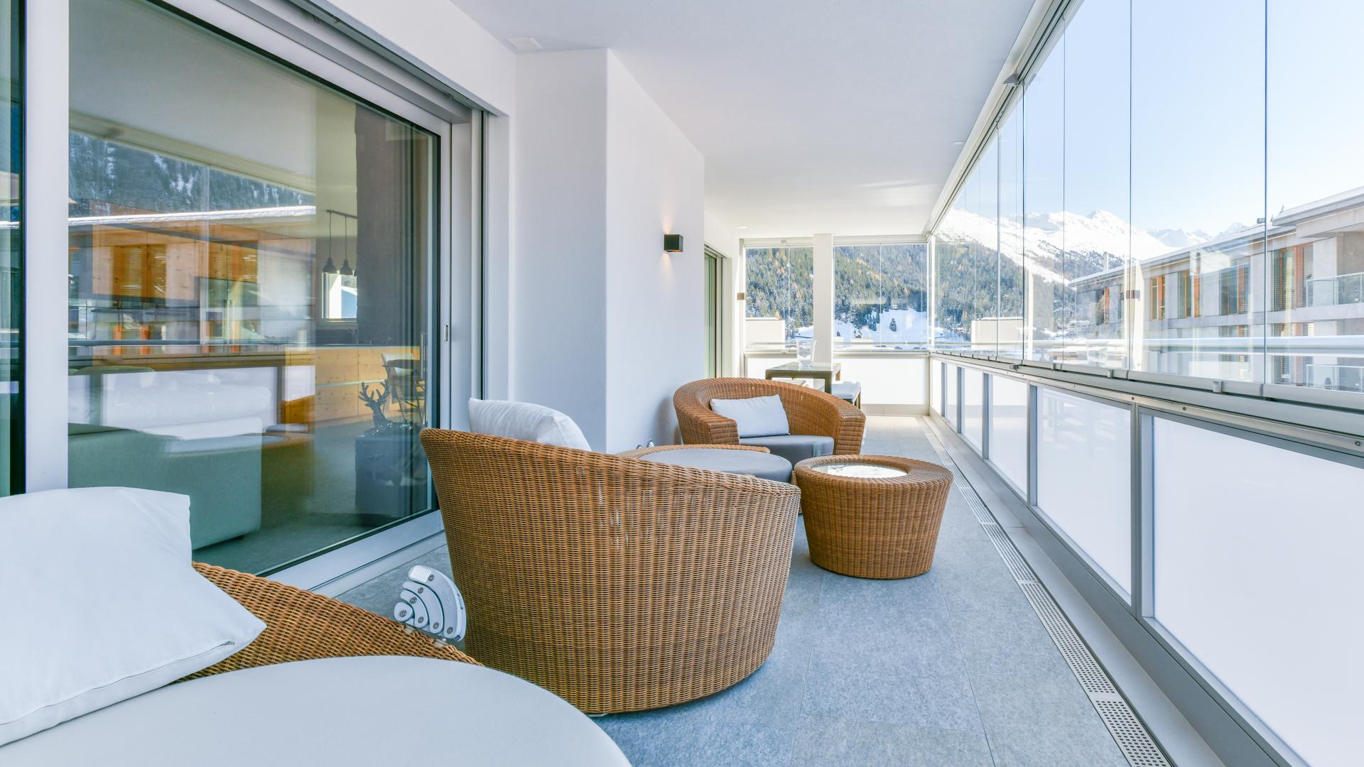Insgesamt 81 m² Terrassenfläche als Rückzugs- oder Gemeinschaftsort.