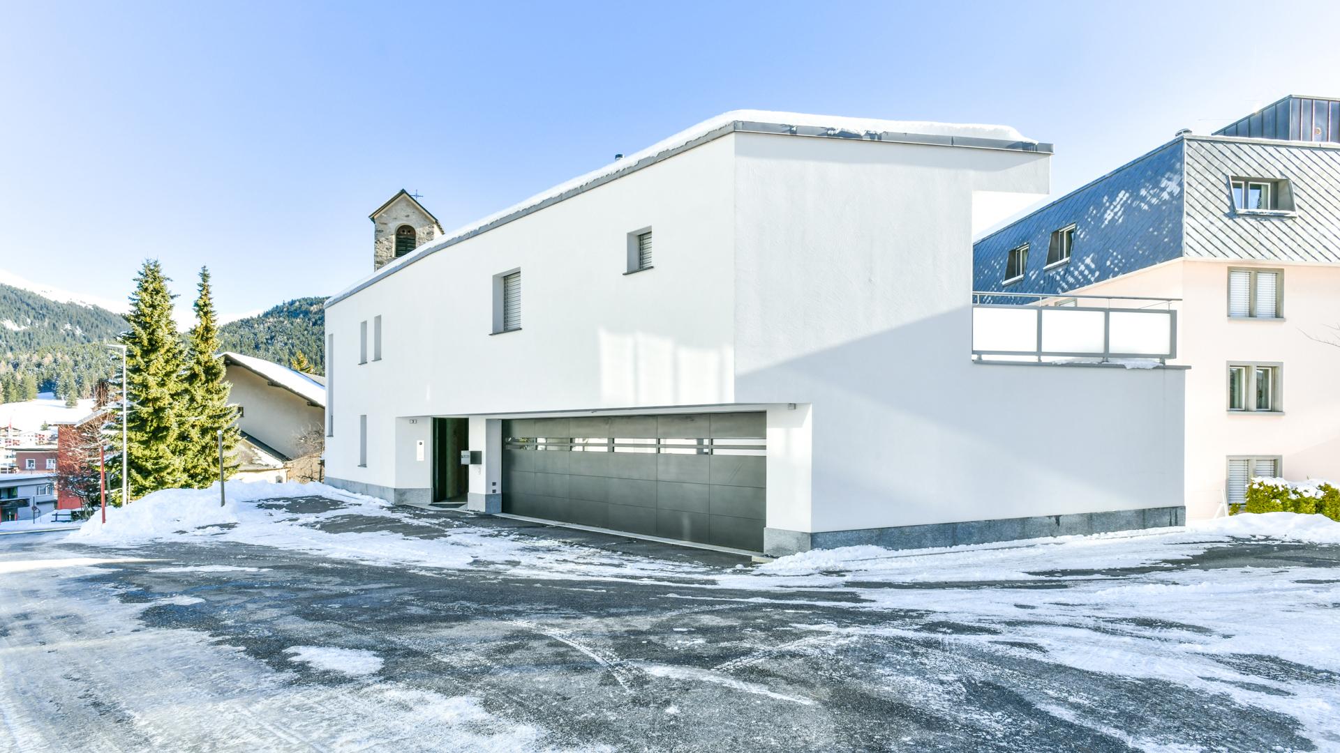 In der höchstgelegenen Stadt Europas verkaufen wir eine moderne Alpenvilla.