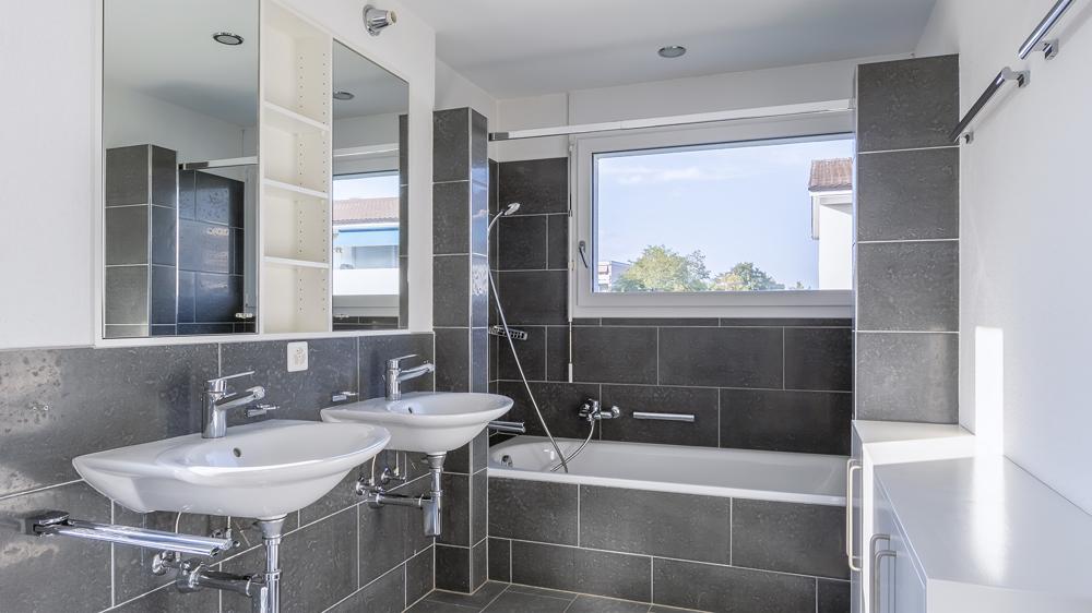 Zwei Nassbereiche: Bad/WC...