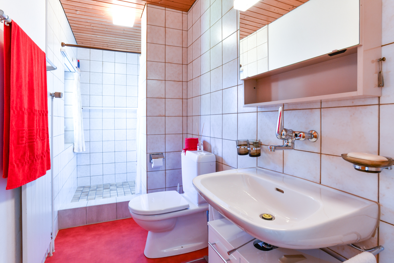 ...und Dusche/WC.