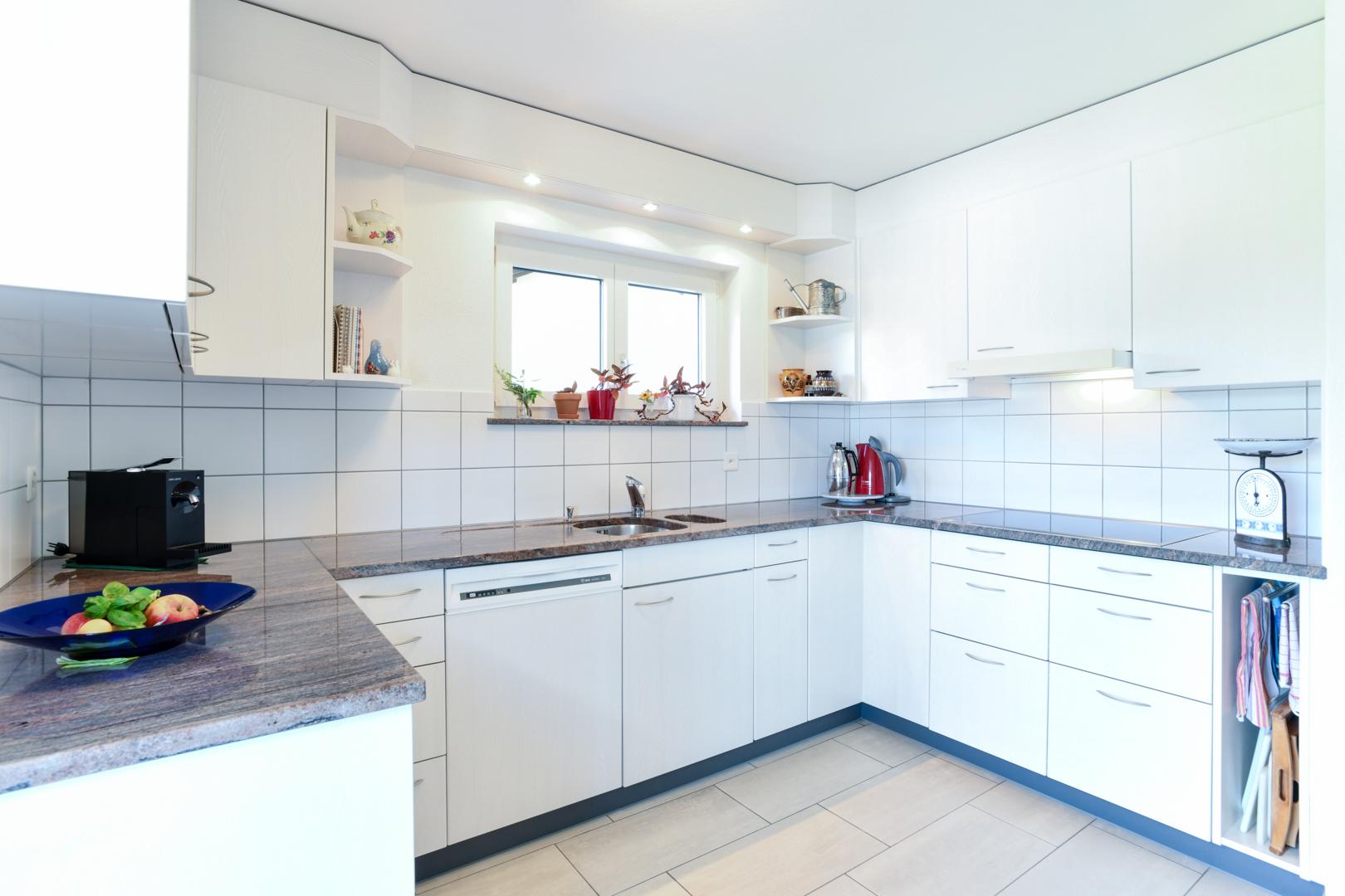 Die Küche bietet viel Stauraum...