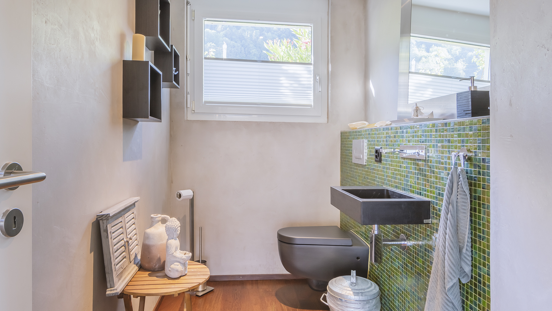 Sehr praktisch und stilvoll: Das Gäste-WC im Erdgeschoss.
