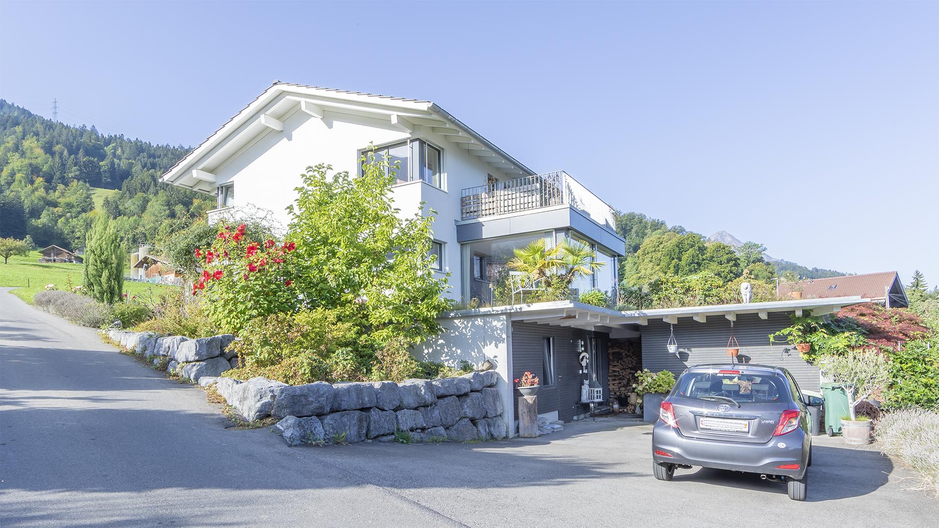 In Leissigen am Thunersee verkaufen wir ein grosses 6.5 Zimmer Einfamilienhaus.