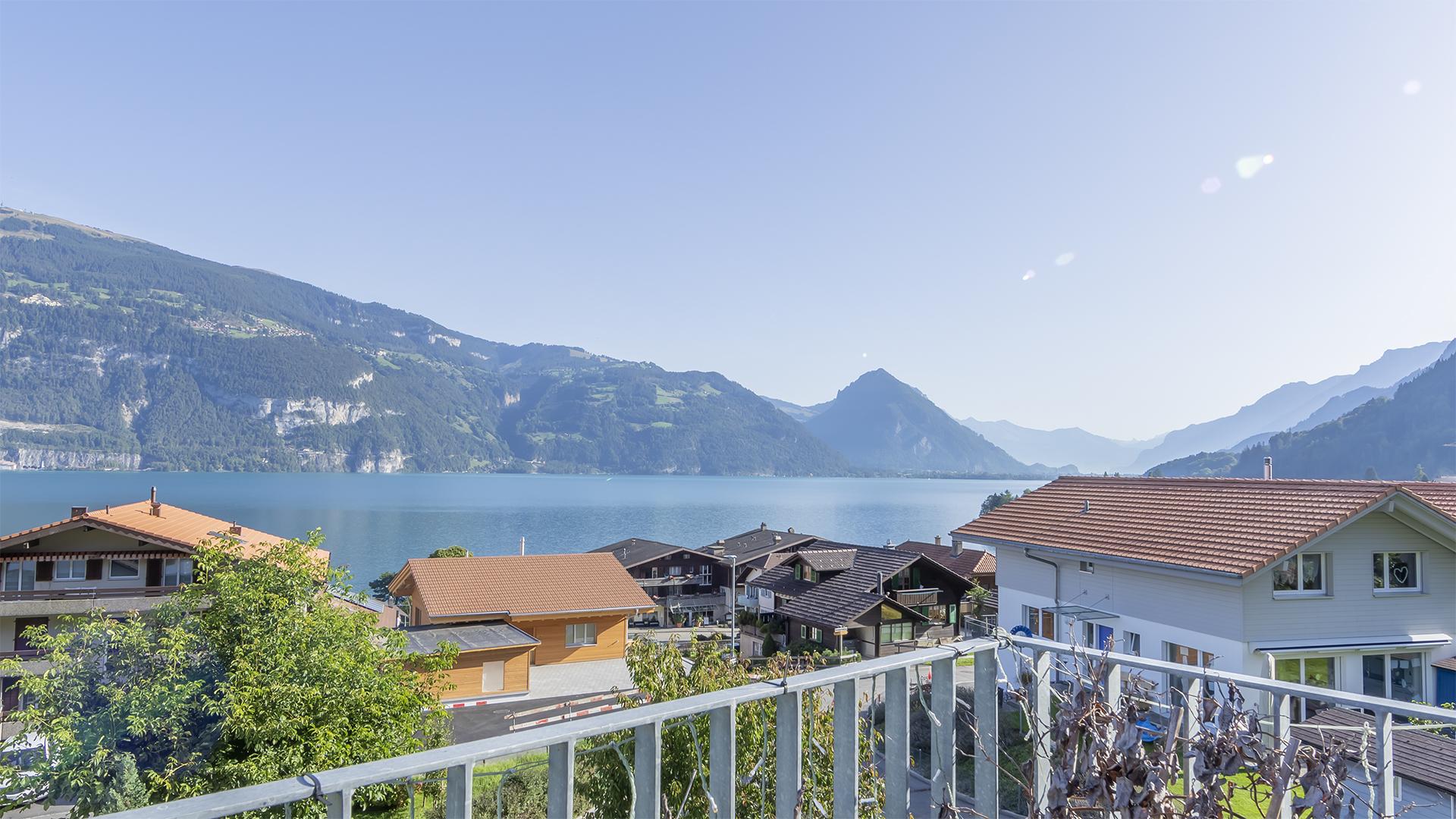Herrliche See- und Bergsicht... ...vom 15 m² grossen Balkon.