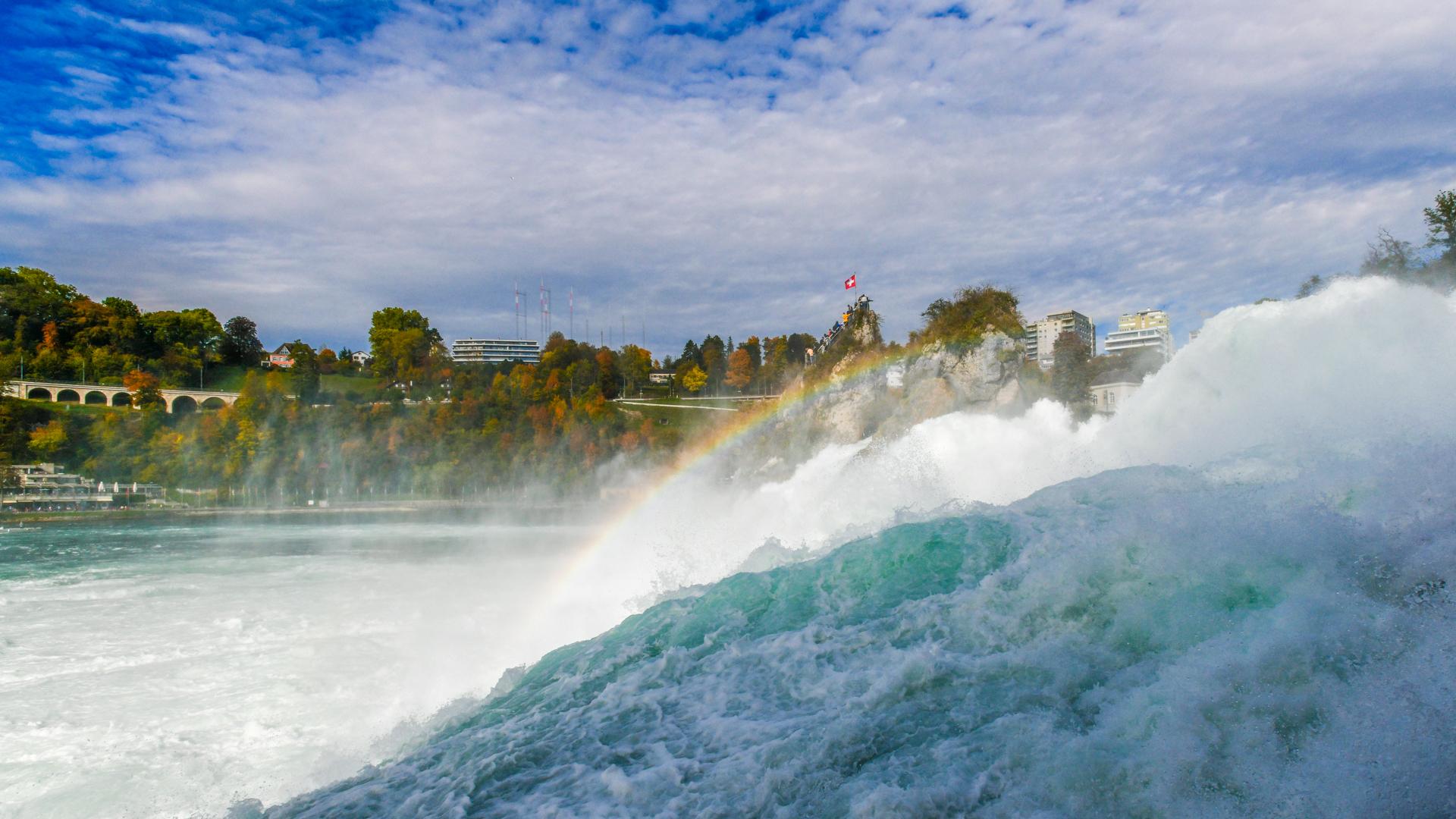 Die Wucht der Natur erlebt man beim Rheinfall hautnah