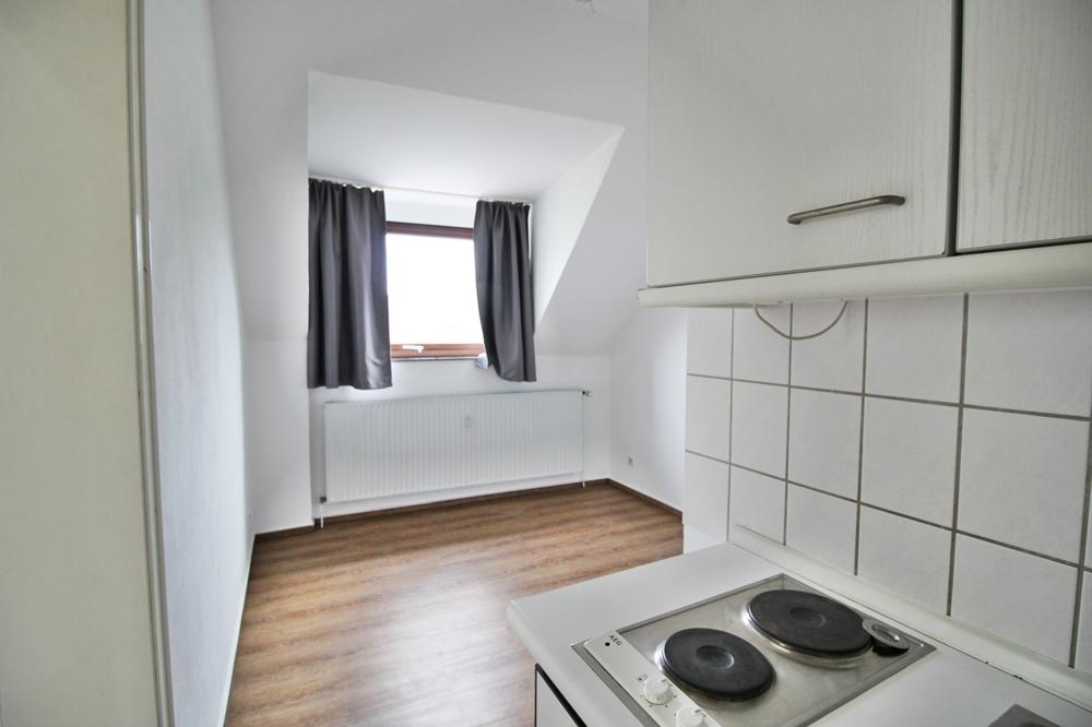 Küche und Schlafzimmer
