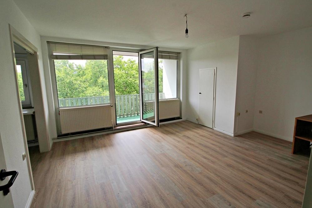 Zimmer mit Blick zum Balkon