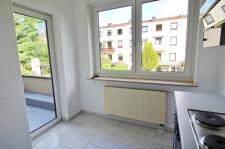 Küche mit Balkontür