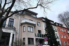 Wohnung oben mit Balkon - weiß