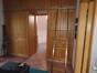 Wandschrank im Schlafzimmer mit Zugang zum Bad