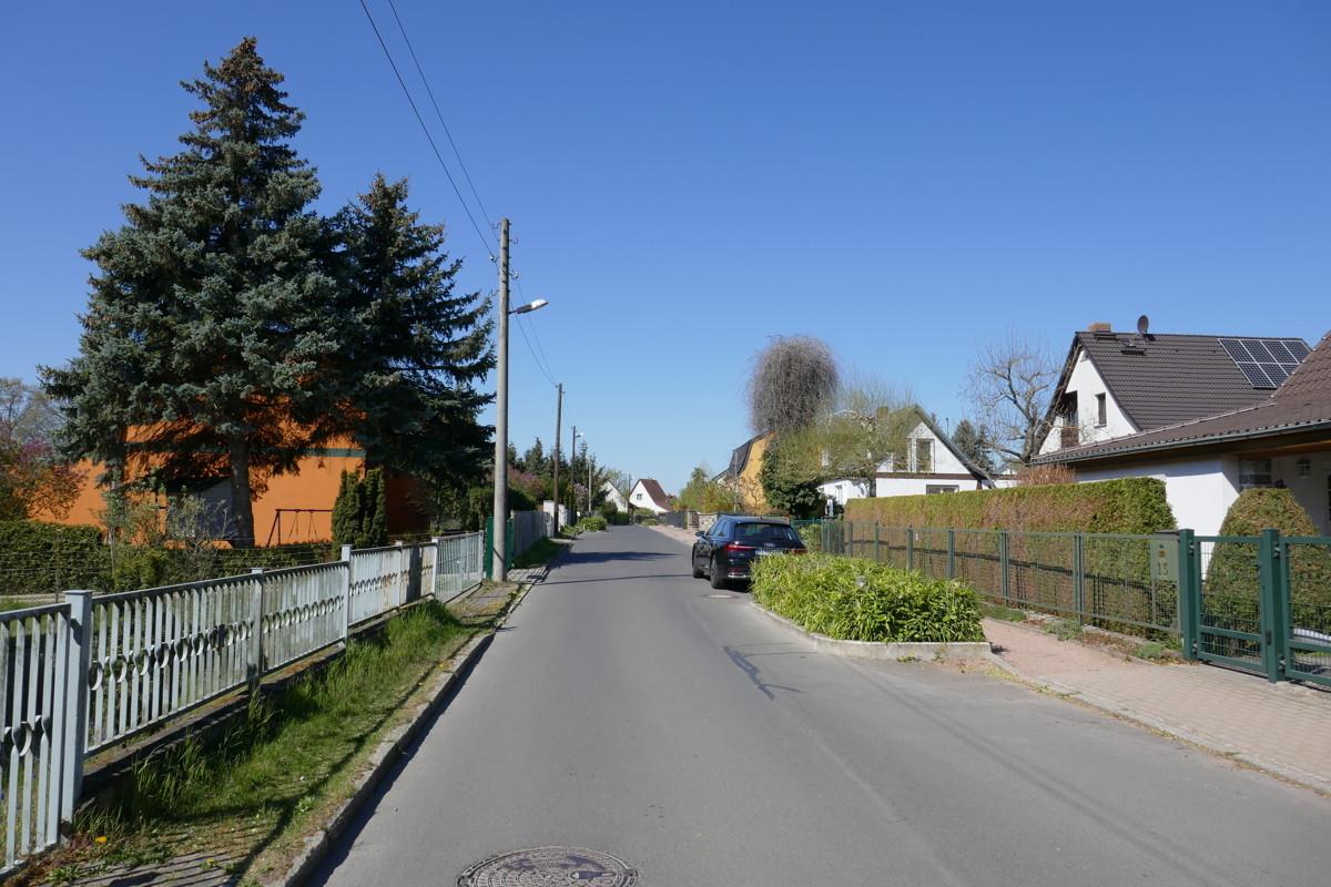 Straße vor dem Grundstück