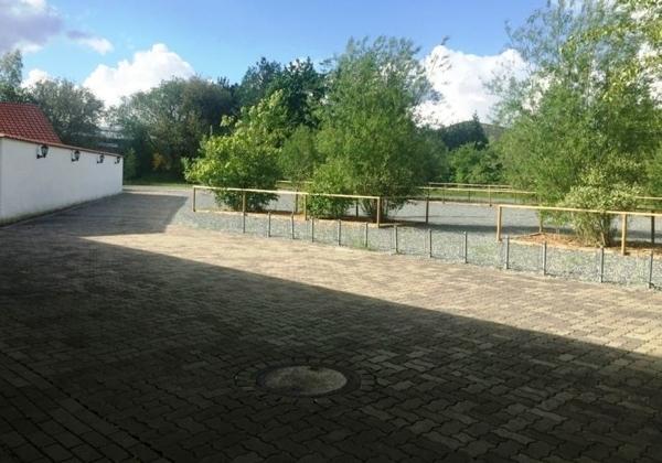Außenanlage / Parkfläche