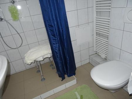 Modernes Duschbad im Kellergeschoss