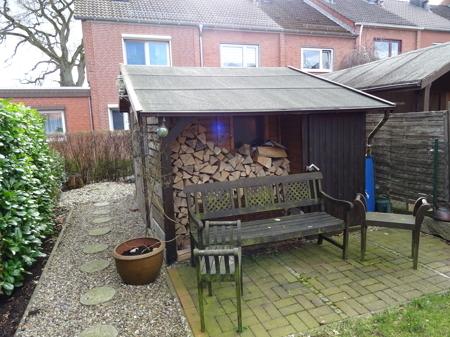 Gartenhaus mit Holzlager