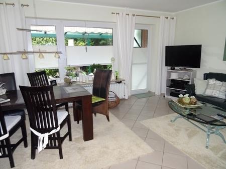 Wohn/Esszimmer mit Terrassenzugang