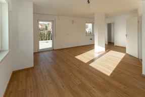 Wohnzimmer Blick zum Küchenbereich