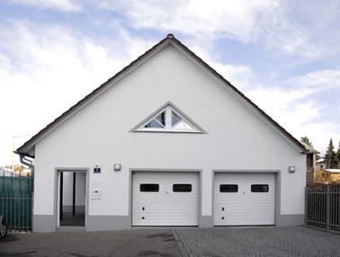 Hauseingangsbereich mit Garage