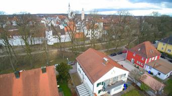 Luftansicht mit Stadtmauer