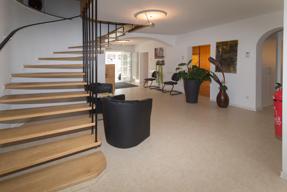 Flur und Treppenaufgang Praxis