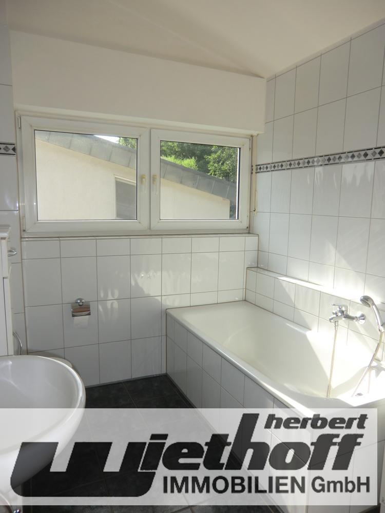 Das Tageslichtbad mit Dusche & Wanne