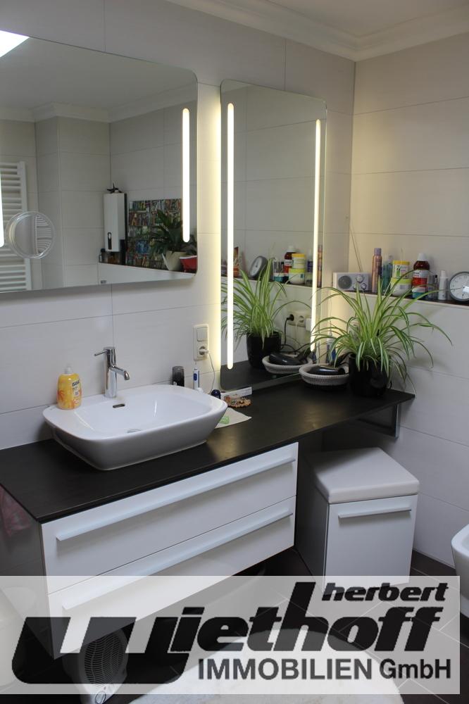 Das Badezimmer mit Walk-In-Dusche